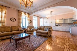 видовая 5-комнатная квартира в аренду в центре С-Петербург