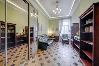 авторская классическая 2-комнатная квартира в аренду в историческом центре С-Петербург