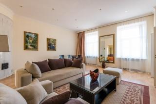 4-комнатная квартира в современном стиле в аренду в самом центре С-Петербург