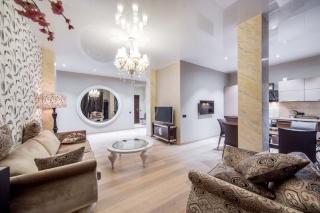элитная 3-комнатная квартира с балконом в аренду в Петроградском районе С-Петербург