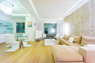 дизайнерская 3-комнатная квартира в аренду в элитном доме в центре С-Петербург