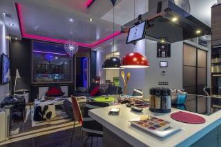 яркая стильная 3-комнатная квартира с паркингом в аренду в историческом центре С-Петербург