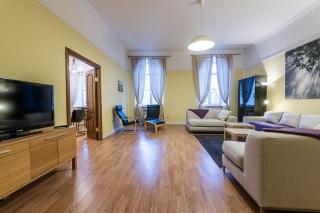 аренда современной 4-комнатной квартиры в самом центре С-Петербург
