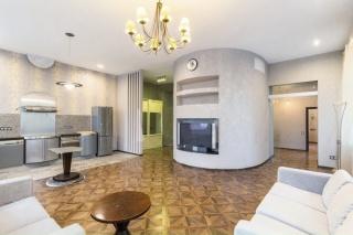 светлая 2-комнатная квартира в аренду в самом центре Санкт-Петербурга