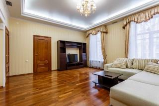 сниму 4-комнатную квартиру на наб. кан. Грибоедова С-Петербург