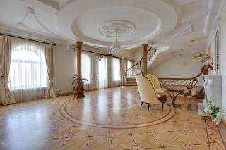 арендовать недвижимость с паркингом Крестовский остров С-Петербург