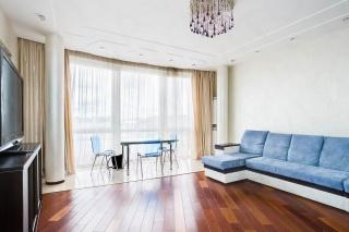 4-комнатная квартира в аренду в элитном доме в центре С-Петербурга