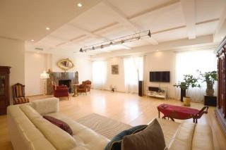 арендовать стильную 5-комнатную квартиру в историческом центре С-Петербург