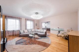 арендовать 4-комнатную квартиру в самом центре СПБ