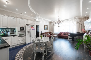 арендовать 4-комнатную квартиру в элитном доме С-Петербург