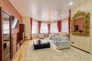 арендовать 3-комнатную квартиру в элитном доме С-Петербурга