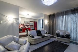 снять 3-комнатную квартиру в элитном доме с паркингом С-Петербург