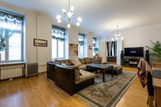 элитная 4-комнатная квартира на продажу в центре Санкт-Петербурга