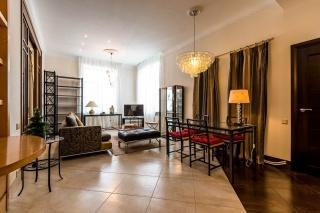 сдать в аренду просторную 3-комнатную квартиру на Крестовском острове С-Петербург