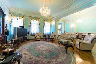 авторская 4-комнатная квартира в аренду в центре С-Петербург