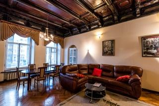 просторная 5-комнатная квартира в аренду в центре города Санкт-Петербург